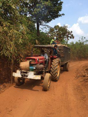 tractor-bugiamap-thebroadlife-ontheway-travel