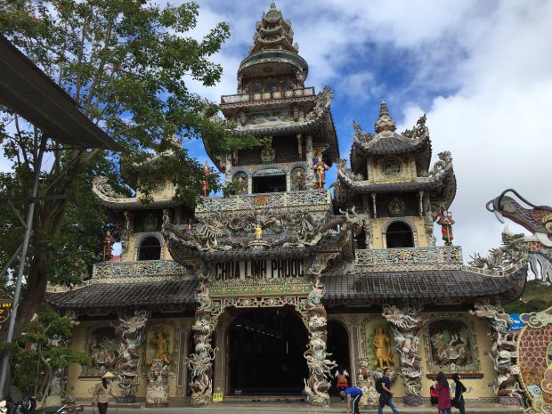 linhphuocpagoda-temple-dalat-vietnam-thebroadlife-travel-buddha