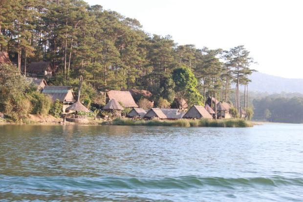 tuyenlamlake-house-lake-thebroadlife-travel-dalat