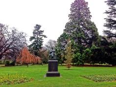 statue-hagleypark-thebroadlife-travel-wanderlust-newzealand