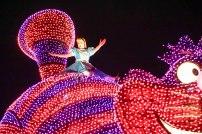 float-parade-alice-cheshirecat-light-disneyland-tokyo-japan-thebroadlife-travel-wander-asia