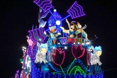 float-parade-pinocchio-light-disneyland-tokyo-japan-thebroadlife-travel-wander-asia