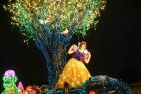 float-parade-snowwhite-light-disneyland-tokyo-japan-thebroadlife-travel-wander-asia