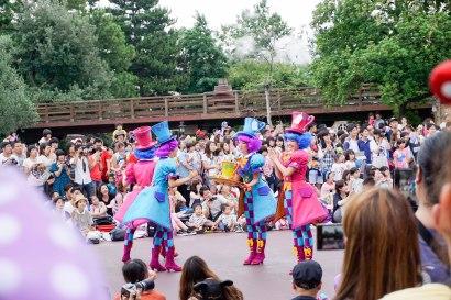 parade-card-soldiers-disneyland-thebroadlife-travel-wanderlust-tokyo-japan-asia