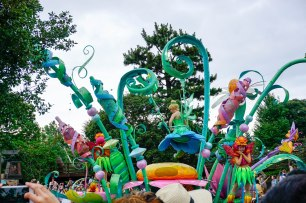 parade-peterpan-disneyland-thebroadlife-travel-wanderlust-tokyo-japan-asia