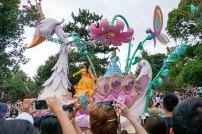 parade-swan-princesses-disneyland-thebroadlife-travel-wanderlust-tokyo-japan-asia