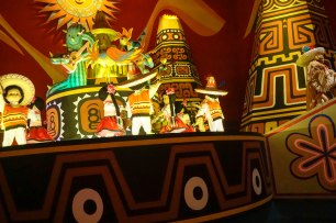 smallworld-fairytales-disneyland-brown-thebroadlife-travel-wanderlust-tokyo-japan-asia